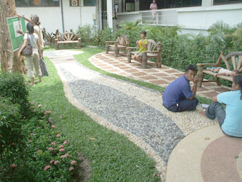 Suphanburi Hospital delighted with new Thai garden - Thai Garden ...